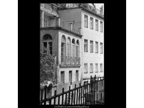 Domy z pražské Čertovky (5318), Praha 1967 květen, černobílý obraz, stará fotografie, prodej