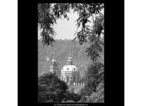 Kopule chrámu sv.Mikuláše (5386-2), Praha 1967 červen, černobílý obraz, stará fotografie, prodej