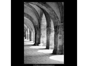 Pražská podloubí (5385-1), Praha 1967 červen, černobílý obraz, stará fotografie, prodej