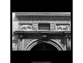 Plastická výzdoba portálu (5358-1), Praha 1967 červen, černobílý obraz, stará fotografie, prodej
