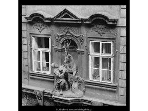 U Zlatého jelena (5369), Praha 1967 červen, černobílý obraz, stará fotografie, prodej
