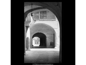 Průchod z Celetné do Štupartské (5356-2), Praha 1967 červen, černobílý obraz, stará fotografie, prodej