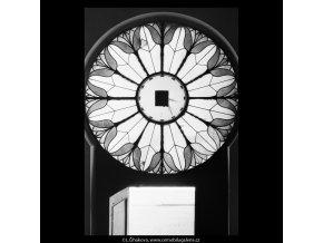 Skleněná výplň nade dveřmi (5364), Praha 1967 červen, černobílý obraz, stará fotografie, prodej