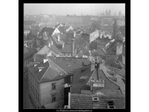 Pohled na střechy (41-8), Praha 1958 , černobílý obraz, stará fotografie, prodej