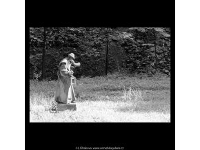 Socha ponocného (5481-2), Praha 1967 srpen, černobílý obraz, stará fotografie, prodej