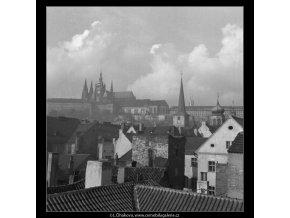 Pohled z Malostranské mostecké věže (41-15), Praha 1958 , černobílý obraz, stará fotografie, prodej