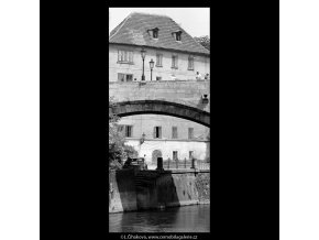 Oblouk Karlova mostu a Čertovka (5419-1), Praha 1967 červenec, černobílý obraz, stará fotografie, prodej