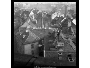Pohled na střechy (41-19), Praha 1958 , černobílý obraz, stará fotografie, prodej