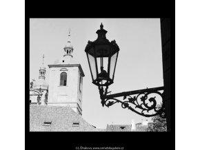 Věže chrámu sv.Jakuba (5470-3), Praha 1967 srpen, černobílý obraz, stará fotografie, prodej