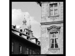 Věže chrámu sv.Jakuba (5470-1), Praha 1967 srpen, černobílý obraz, stará fotografie, prodej