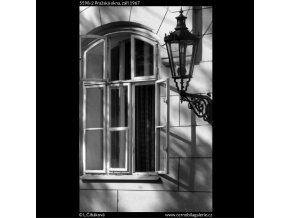 Pražská okna (5598-2), Praha 1967 září, černobílý obraz, stará fotografie, prodej