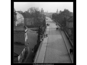 Pohled na Karlův most (41-28), Praha 1958 , černobílý obraz, stará fotografie, prodej