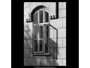 Pražská okna (5598-1), Praha 1967 září, černobílý obraz, stará fotografie, prodej