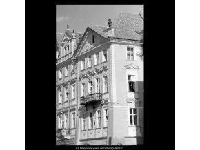 Dům U zlatého jednorožce (5510), Praha 1967 srpen, černobílý obraz, stará fotografie, prodej