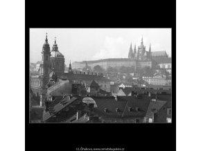 Oknem vyhlídky (41-32), Praha 1958 , černobílý obraz, stará fotografie, prodej