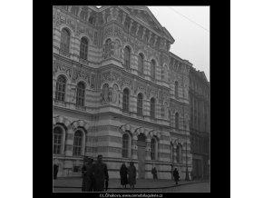 Vyšší škola dívčí (53), Praha 1958 , černobílý obraz, stará fotografie, prodej