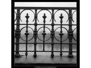 Detail zábradlí (555), Praha 1958 , černobílý obraz, stará fotografie, prodej