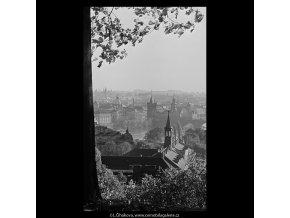 Pohledy na Prahu (5669-1), Praha 1967 říjen, černobílý obraz, stará fotografie, prodej
