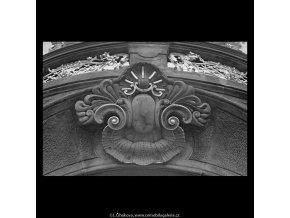Ozdoba portálu (5641-1), Praha 1967 říjen, černobílý obraz, stará fotografie, prodej