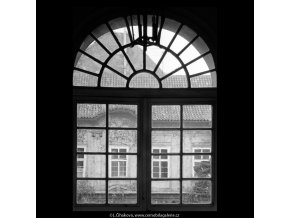 Okenní dveře Pachtova paláce (5630), Praha 1967 září, černobílý obraz, stará fotografie, prodej