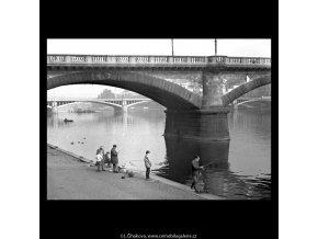 Rybáři (5639-2), žánry - Praha 1967 říjen, černobílý obraz, stará fotografie, prodej