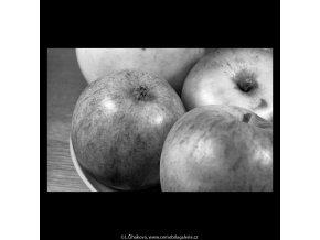 Jablka (5686-1), žánry - Praha 1967 říjen, černobílý obraz, stará fotografie, prodej