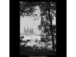 Pohled na Hrad (5682-3), Praha 1967 říjen, černobílý obraz, stará fotografie, prodej