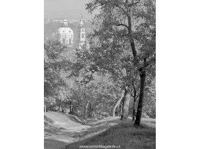 Pohled na chrám sv.Mikuláše (5681), Praha 1967 říjen, černobílý obraz, stará fotografie, prodej
