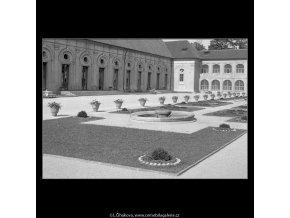 Jízdárna na Pražském Hradě (163-1), Praha 1959 červen, černobílý obraz, stará fotografie, prodej