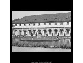 Pohled na Valdštejnskou jízdárnu (167-2), Praha 1959 červen, černobílý obraz, stará fotografie, prodej