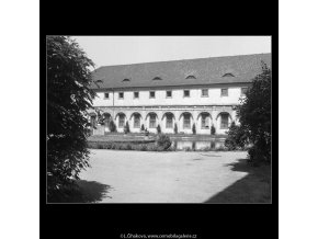 Pohled na Valdštejnskou jízdárnu (167-3), Praha 1959 červen, černobílý obraz, stará fotografie, prodej