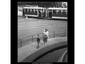 Národní muzeum u vodotrysku (238), Praha 1959 srpen, černobílý obraz, stará fotografie, prodej