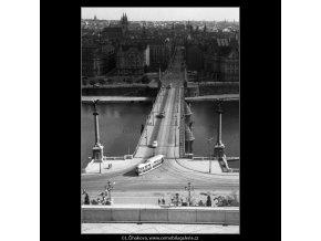 Pohled na Čechův most (259-7), Praha 1959 září, černobílý obraz, stará fotografie, prodej