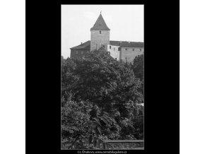 Černá věž za stromy (359-1), Praha 1959 , černobílý obraz, stará fotografie, prodej