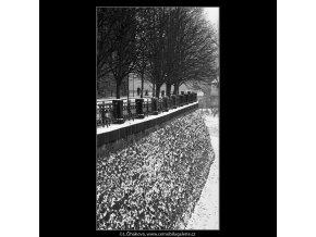 Zasněžené Malostranské nábřeží (469), Praha 1959 , černobílý obraz, stará fotografie, prodej