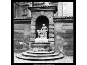 Kašna se sochou Vltavy (559-2), Praha 1959 , černobílý obraz, stará fotografie, prodej