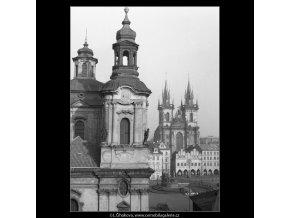 Týn a část kostela sv.Mikuláše (790-2), Praha 1959 , černobílý obraz, stará fotografie, prodej
