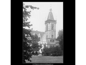 Věž Novoměstské radnice (797), Praha 1959 jaro, černobílý obraz, stará fotografie, prodej