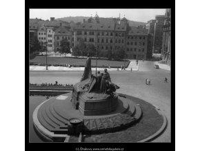 Husův pomník (236), Praha 1959 srpen, černobílý obraz, stará fotografie, prodej