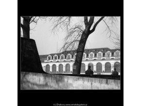 Pohled na Tyršův dům (484), Praha 1960 leden, černobílý obraz, stará fotografie, prodej