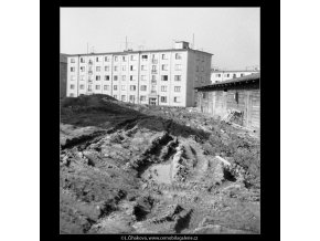 Ze stavby sídliště ve Strašnicích (495-8), Praha 1960 březen, černobílý obraz, stará fotografie, prodej