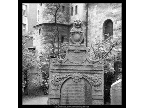 Ze židovského hřbitova (608-6), Praha 1960 květen, černobílý obraz, stará fotografie, prodej