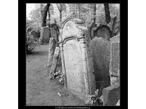 Ze židovského hřbitova (608-10), Praha 1960 květen, černobílý obraz, stará fotografie, prodej