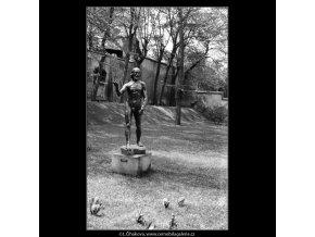 Socha od Augusta Rodina (640), Praha 1960 červen, černobílý obraz, stará fotografie, prodej