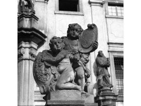 Putti na ochozu před Loretou (6340-4)