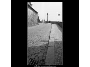 Hradní rampa (649), Praha 1960 květen, černobílý obraz, stará fotografie, prodej