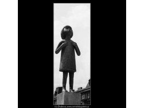 Sousoší rodiny (711), Praha 1960 červen, černobílý obraz, stará fotografie, prodej