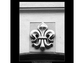 Znak domu U zlaté lilie (810-2), Praha 1960 červenec, černobílý obraz, stará fotografie, prodej