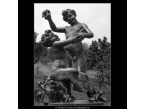 Plastika dětí (992-2), Praha 1959 , černobílý obraz, stará fotografie, prodej