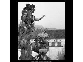Socha z Vrtbovské zahrady (979-2), Praha 1959 , černobílý obraz, stará fotografie, prodej